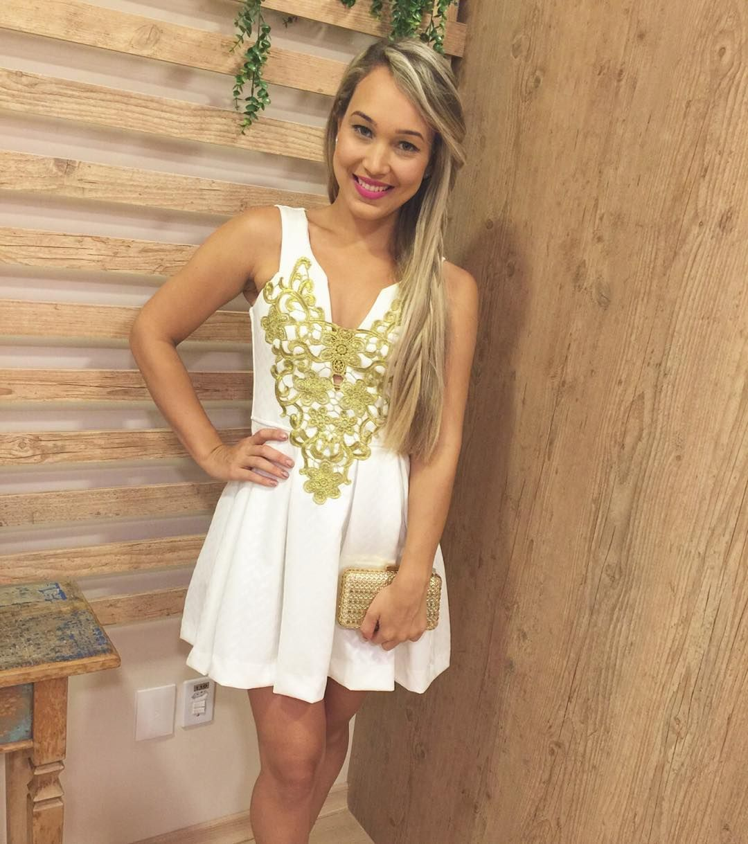 É muito riica de simpatia e beleza nossa modelinho! E que #dress mais princess! Estamos encantadas!!! Nas cores preto e branco! #like4like #ootd #fashion #paz #summer16 #summertime #summerfashion #amolatoya #dujour #moda #instastyle #instafashion #love #lookdodia #dress #vix #presenteie Whats: 27996872027/988250144 Entregamos para todo Brasil! Parcelamos no cartão acima de R$100,00