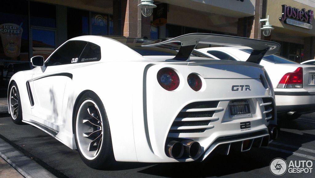 Attirant Nissan GT R R35