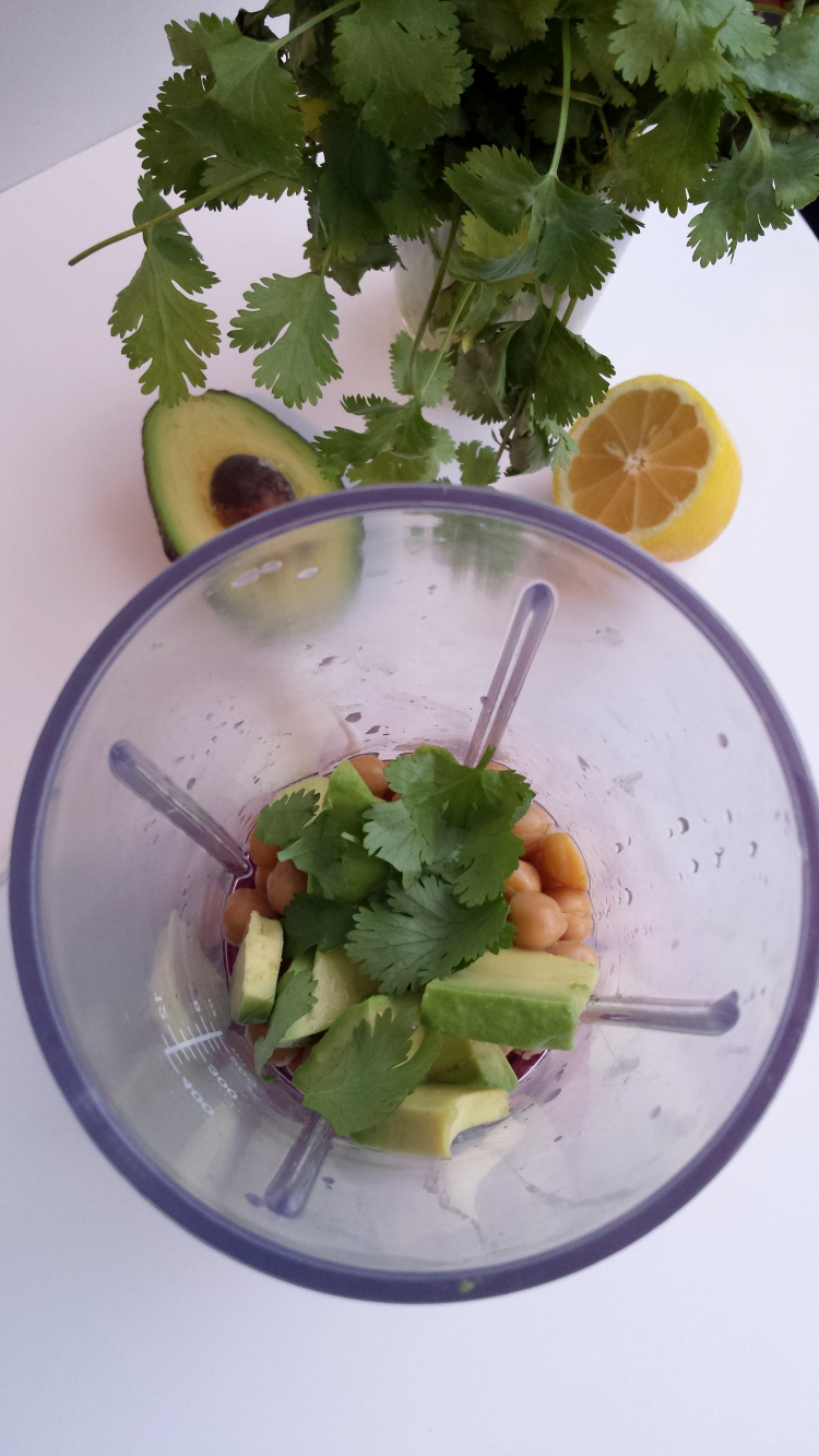 Hummoli: The Guacamole-Hummus Dip Filled with Avocado, Chickpeas, Olive Oil, and more Healthy Ingredients