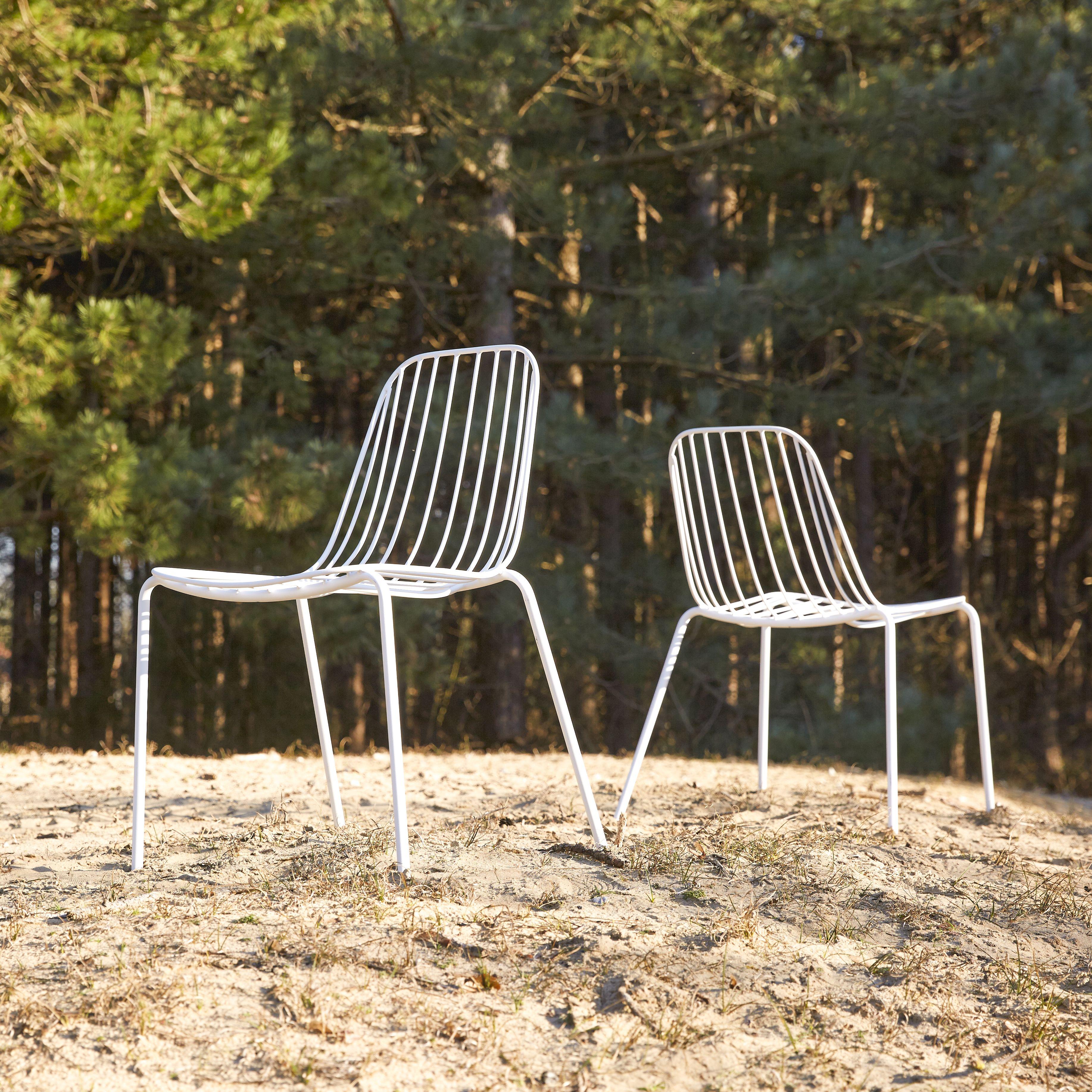 Chaise D Exterieur En Metal Blanc Assises Pour Le Jardin Chaise Jardin Metal Chaise De Jardin Mobilier Jardin