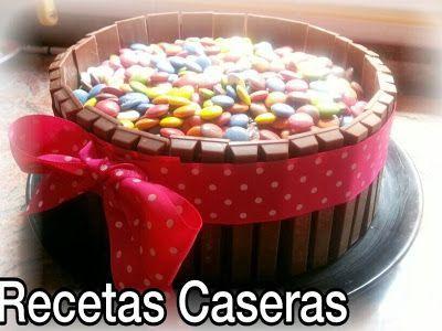 Recetas Caseras de Carmen: Tarta de barritas kitkat y lacasitos | https://lomejordelaweb.es/