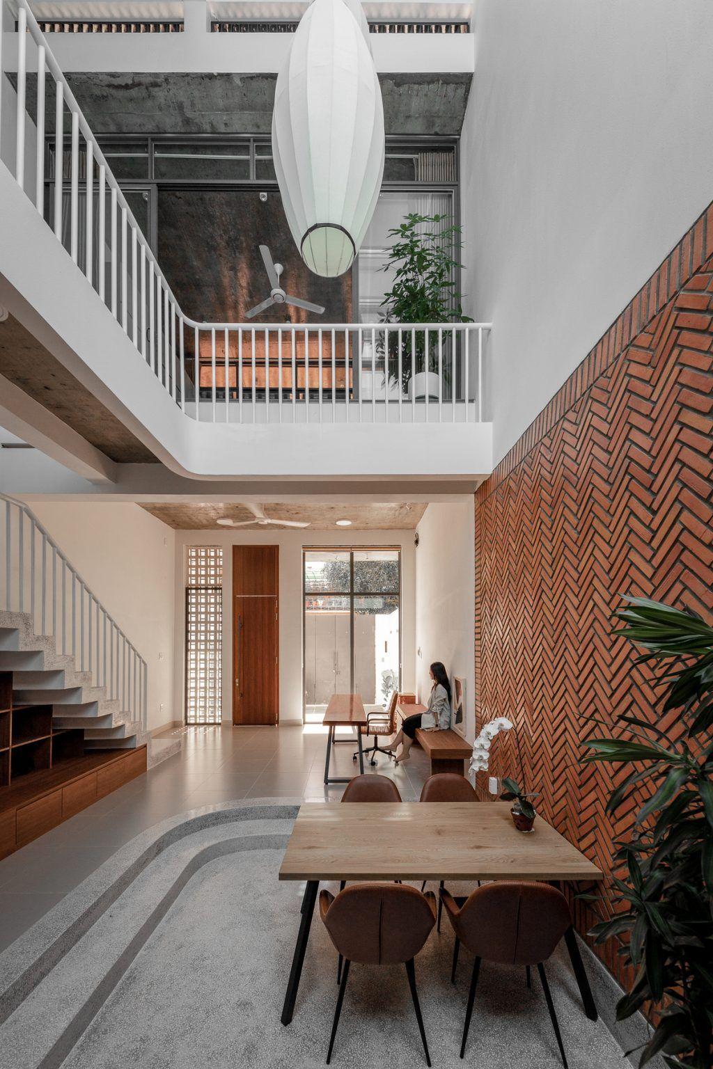 NT's Habitat – Ngôi nhà phố thu hút với thiết kế thô mộc