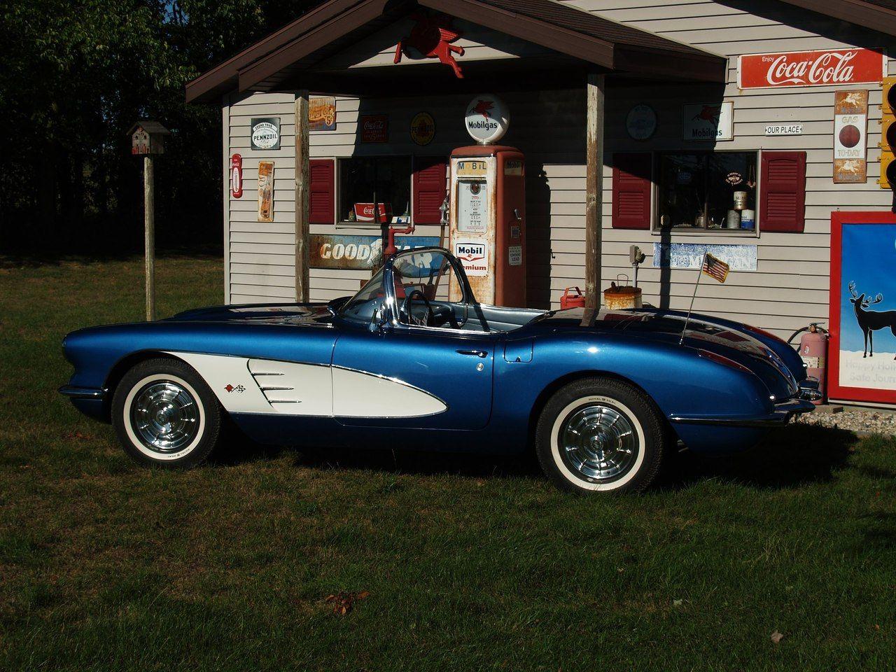 C1 Corvette outside old-fashioned garage | cars | Pinterest ...