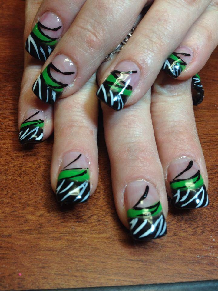 Crazy green and black nail art