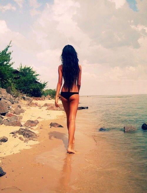 Hot nude beach girls