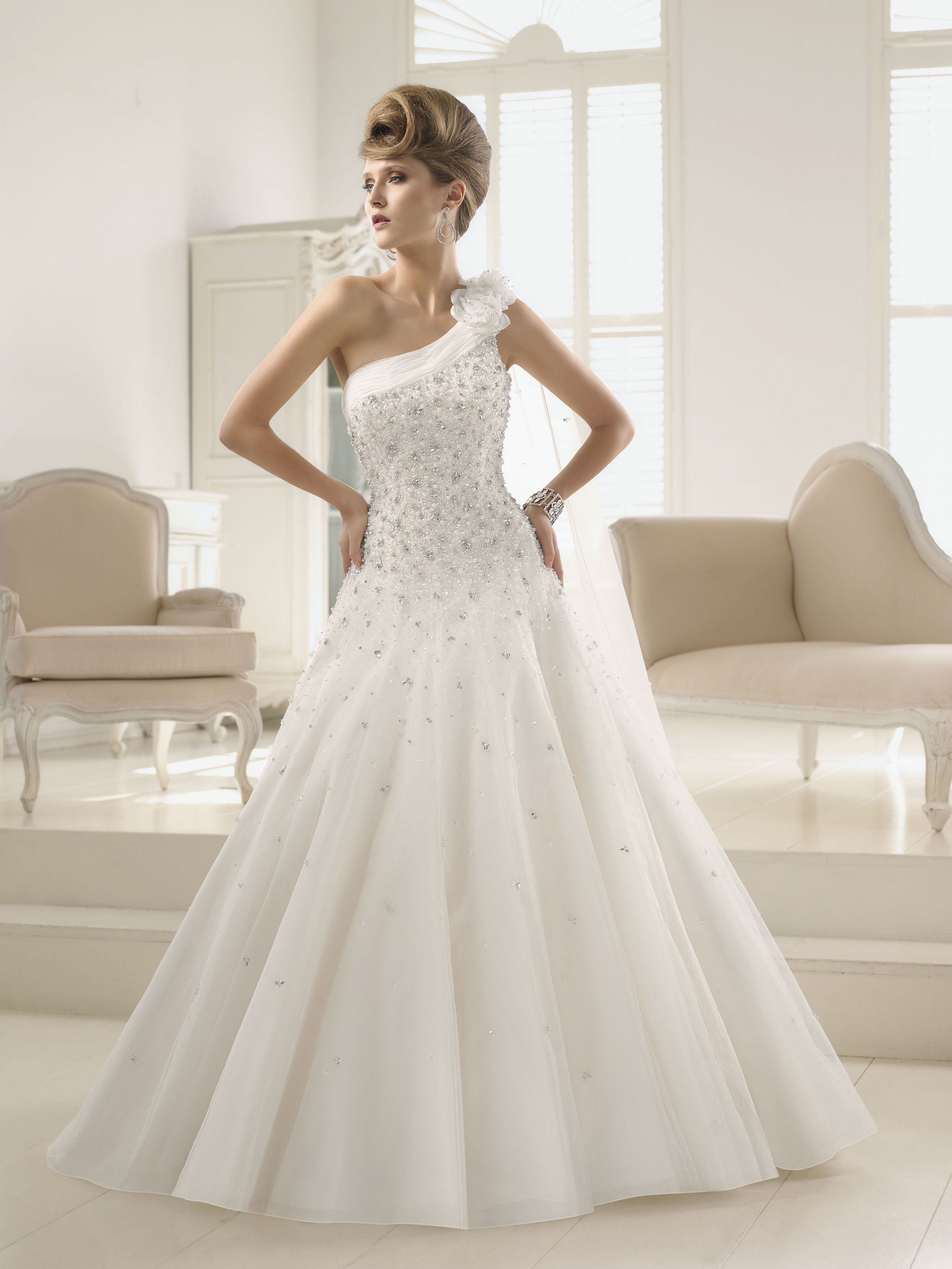 Looking for wedding dresses and gown which has an attractive look as ...