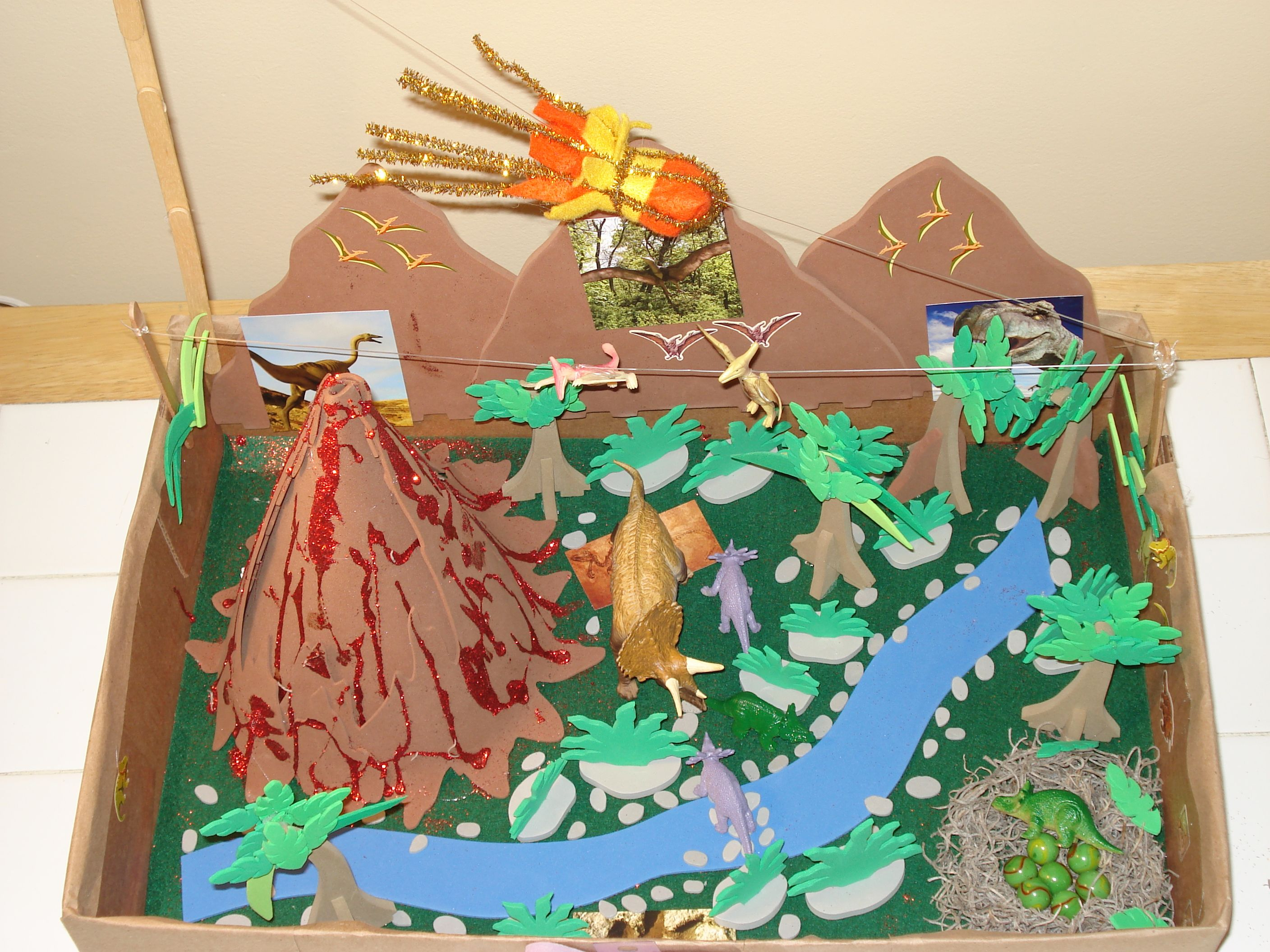 30 Shoe Box Craft Ideas: Dinosaur Diorama