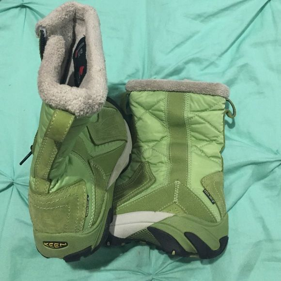 Keen Boots - Women's Size 5 KEEN Warm- Women's Waterproof Insulated Boots -Size 5. Keen Dry Tm. 200 Gram Insulation. These are in almost new condition. Absolutely no damage to inside or out. Keen Shoes Winter & Rain Boots