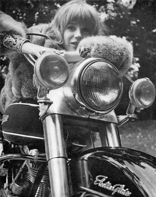 Marianne Faithfull.