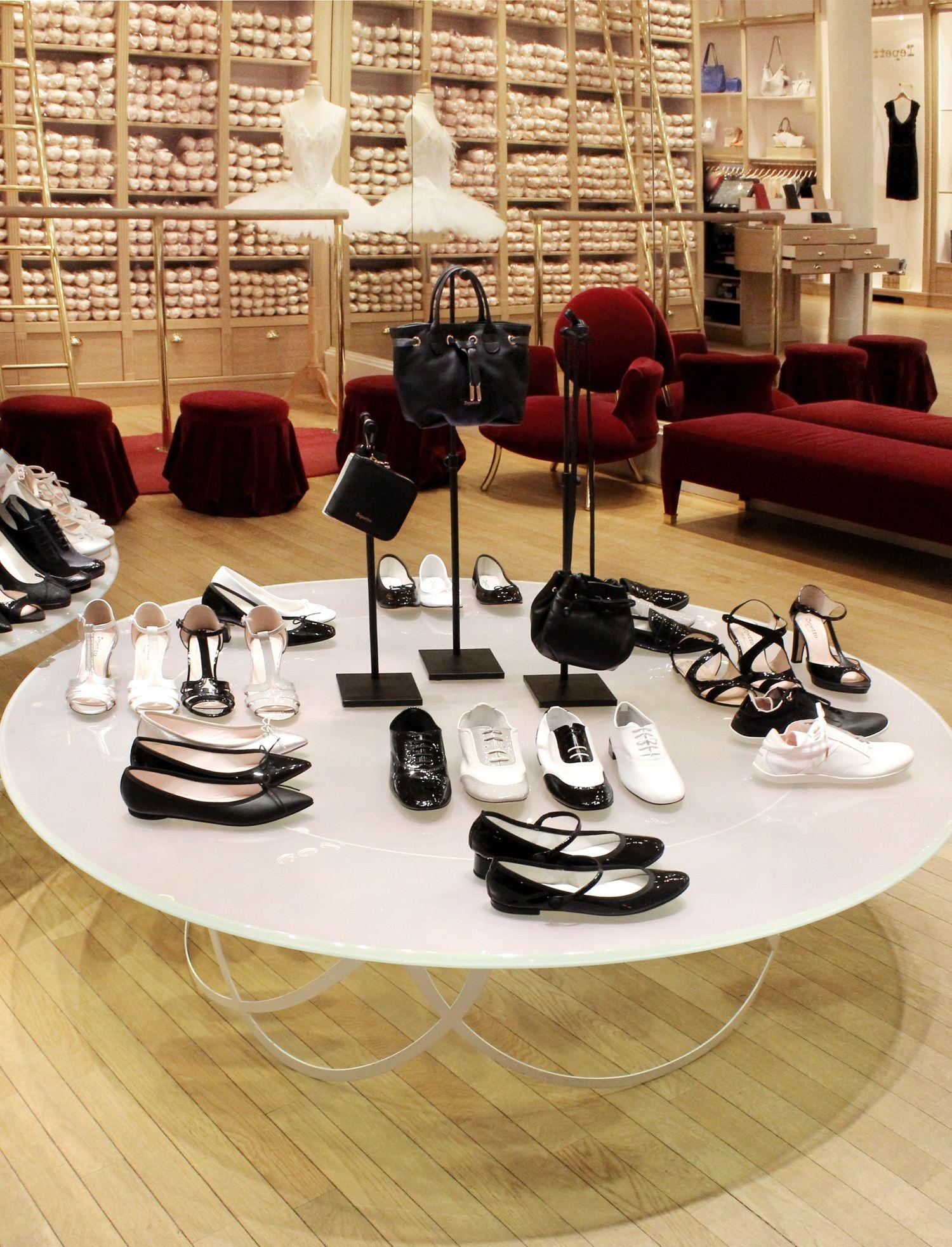 825f6feaf203cf Black & White - Repetto's boutique 22, Rue de la Paix in Paris #Repetto  #RepettoBoutique