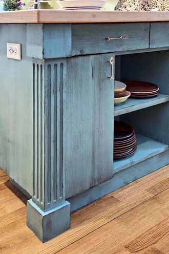 Elegant Fluted Corner Post Detail: Kitchen Island