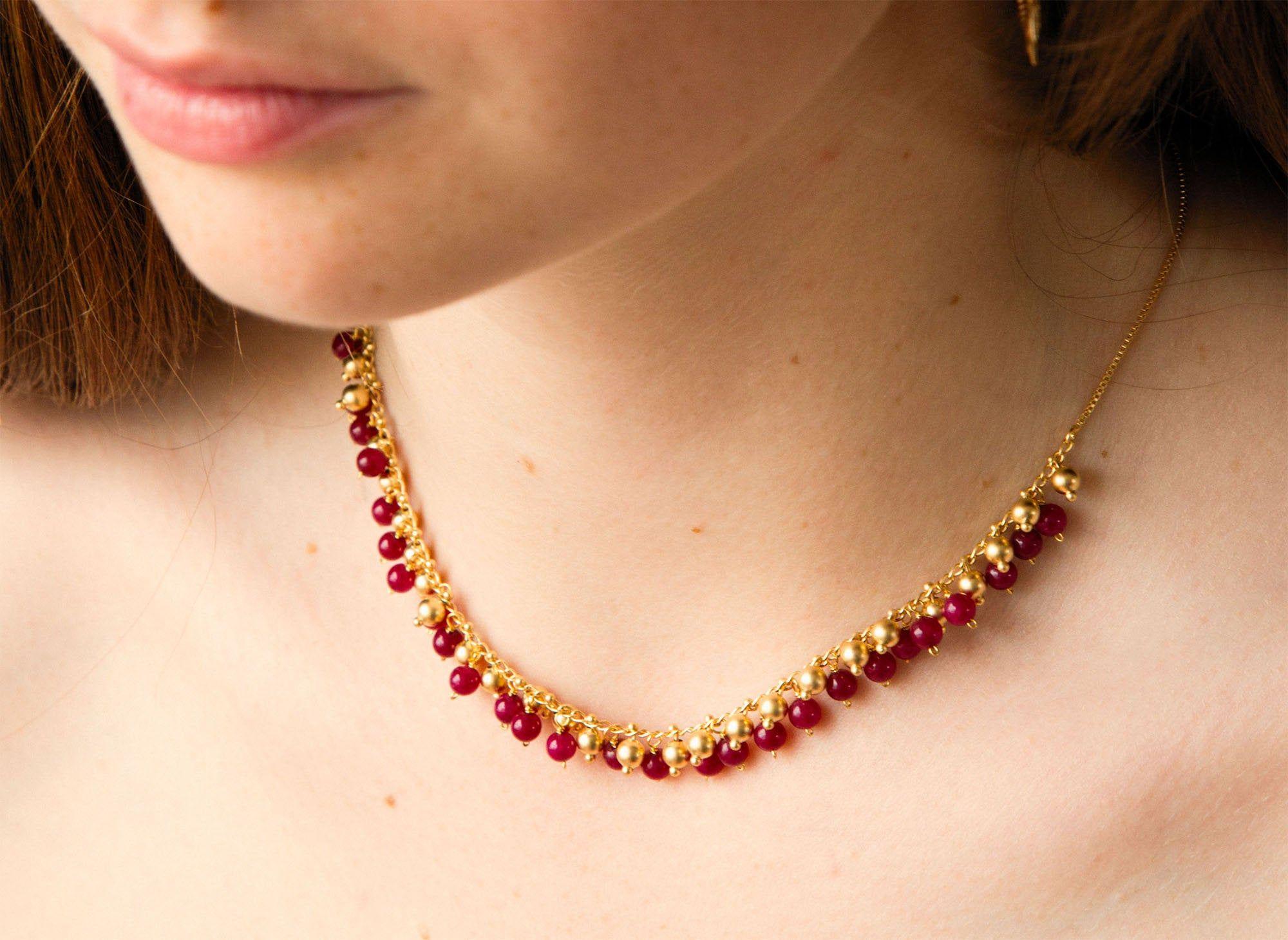 collier ras de cou pierre rouge