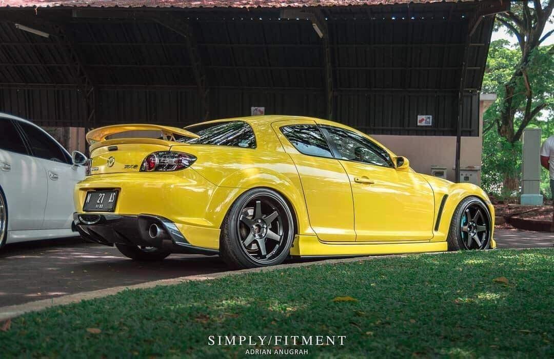 Mazda Rx 8 Stanced Yellow Jdm In 2020 Mazda Jdm Mitsubishi Lancer Evolution