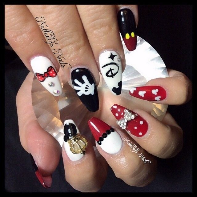 Mickey Mouse nails posted by @daily_charme on Instagram | diseño de ...