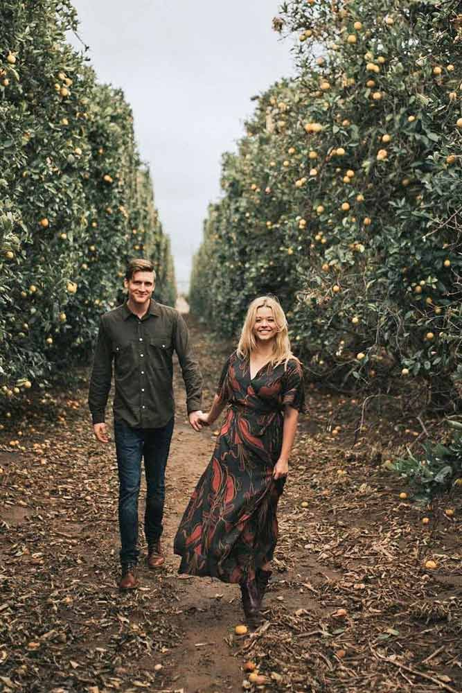 Engagement photos taken in the fall look especially romantic.