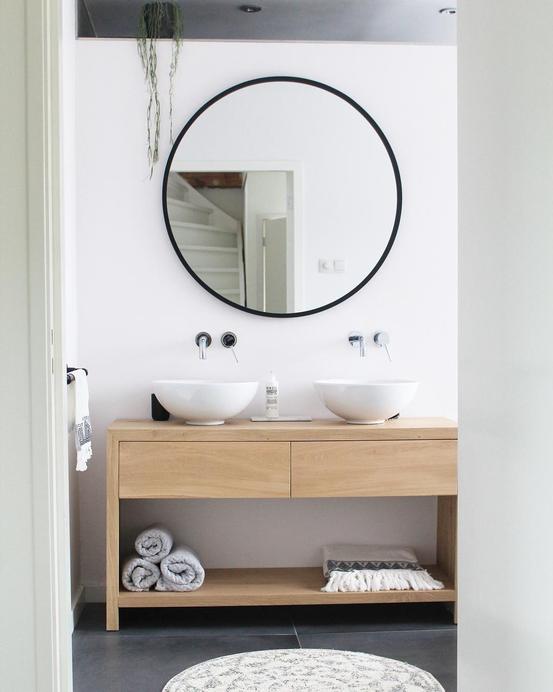 Zuruckhaltende Eleganz Der Wandspiegel Reflector Passt Mit Seinem