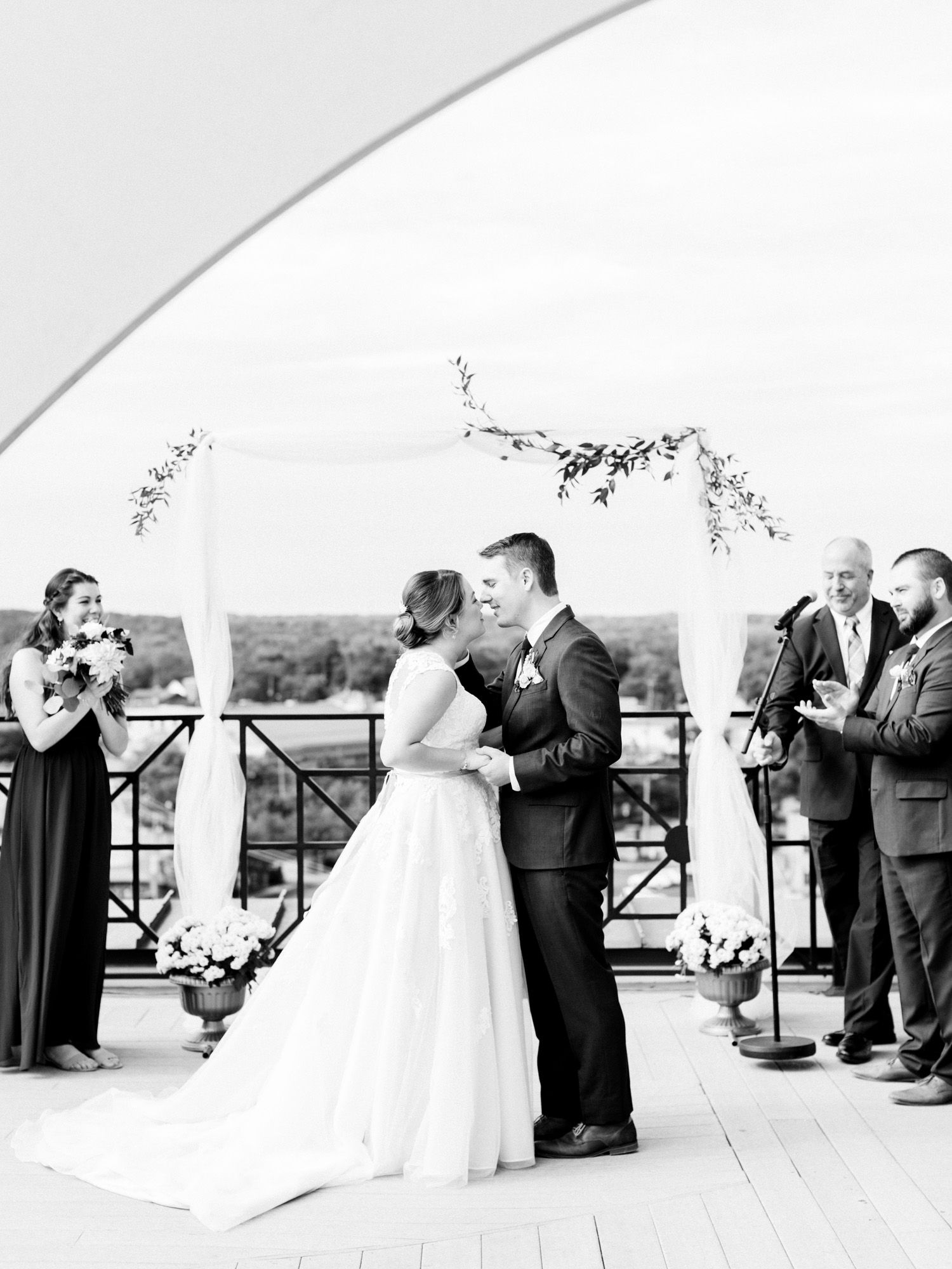 A Loft 310 Wedding In Downtown Kalamazoo Madison Jeff Christina Harrison Photography Michigan Wedding Venues Michigan Wedding Rooftop Wedding