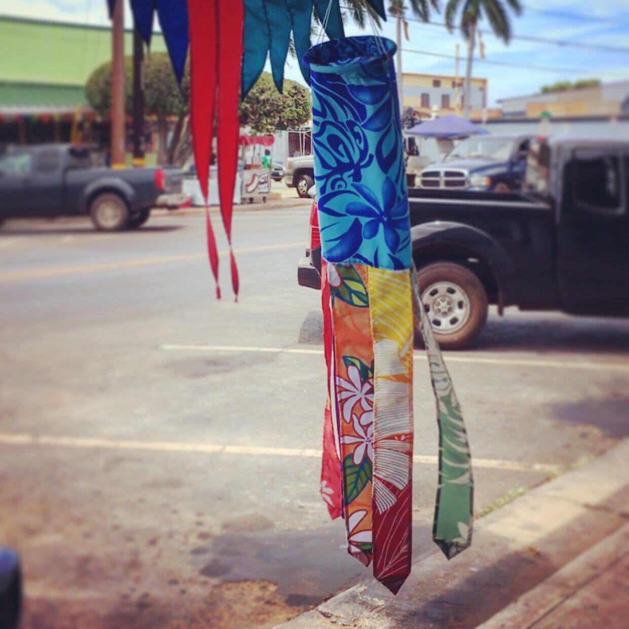 #aloha #alohathursday #alohatherapy #alohavibes #alohafabric #alohaspirit #madewithaloha #alohadecor #alohalife #alohashirts #alohacollection #alohawindsock #alohawindsocks #etsy #decor #entryway #homedecor #flags #houseflag #decorator #yardart #etsyshop