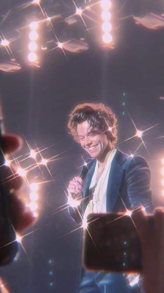 even if it comes nights treacherous Harry is smiling at u