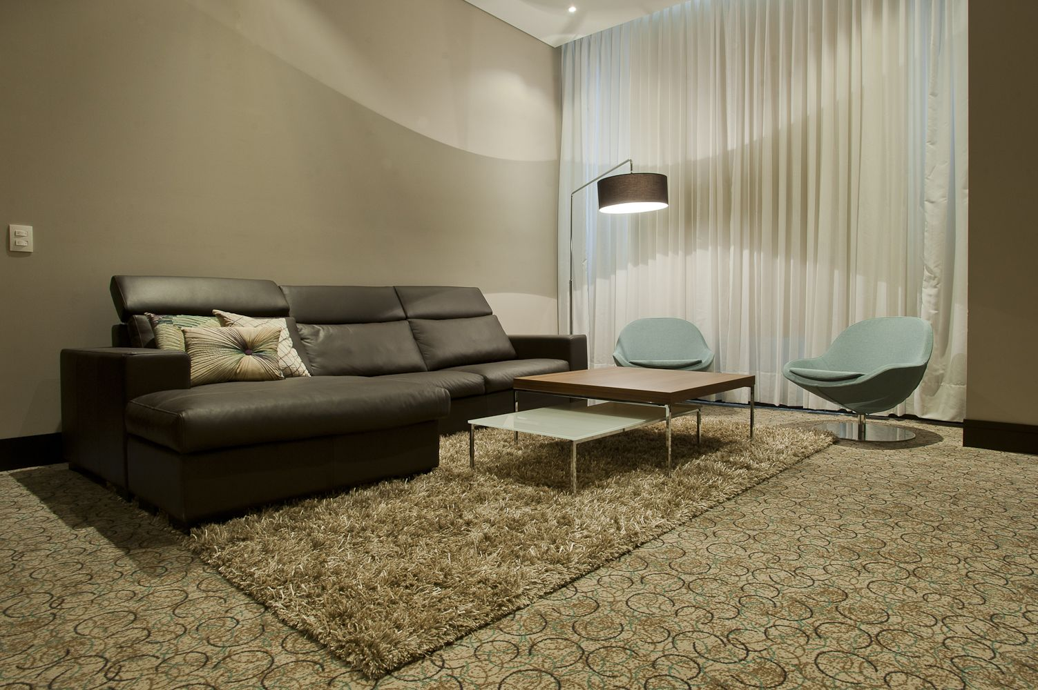 Boconcept nago sofa veneto chairs lugo coffee tables and shower mega lamp at hotel cosmos - Bo concept table basse ...