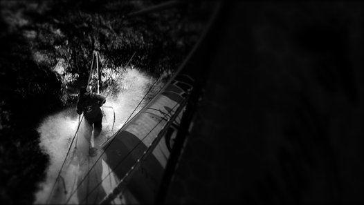Portrait de Romain Attanasio / Vendée Globe compagnon de Samantha Davies, Romain Attanasio a déjà vécu deux Vendée Globe par procuration. C'est à son tour de remonter le chenal des Sables d'Olonne, à bord d'un bateau légendaire. Découvrez son portrait.