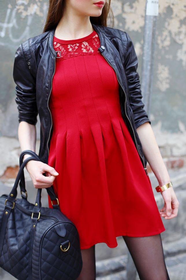 Czerwona Sukienka Czarna Kurtka Ze Skory Czarne Rajstopy I Sportowe Buty Ari Maj Personal Blog By Ariadna Majewska Gorgeous Women Women Dresses