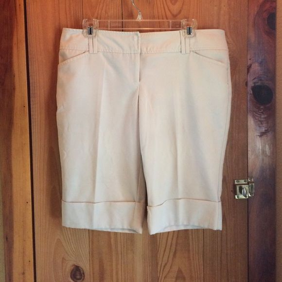 Tan Tracy Evans Bermuda Shorts Wore just a couple of times. Great condition Shorts Bermudas