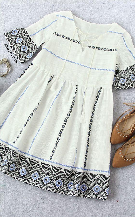 Sy børnekjoler af det gamle broderede lærredssengetøj - White Bell Sleeve Lace Up Front Tassel Embroidery Dress