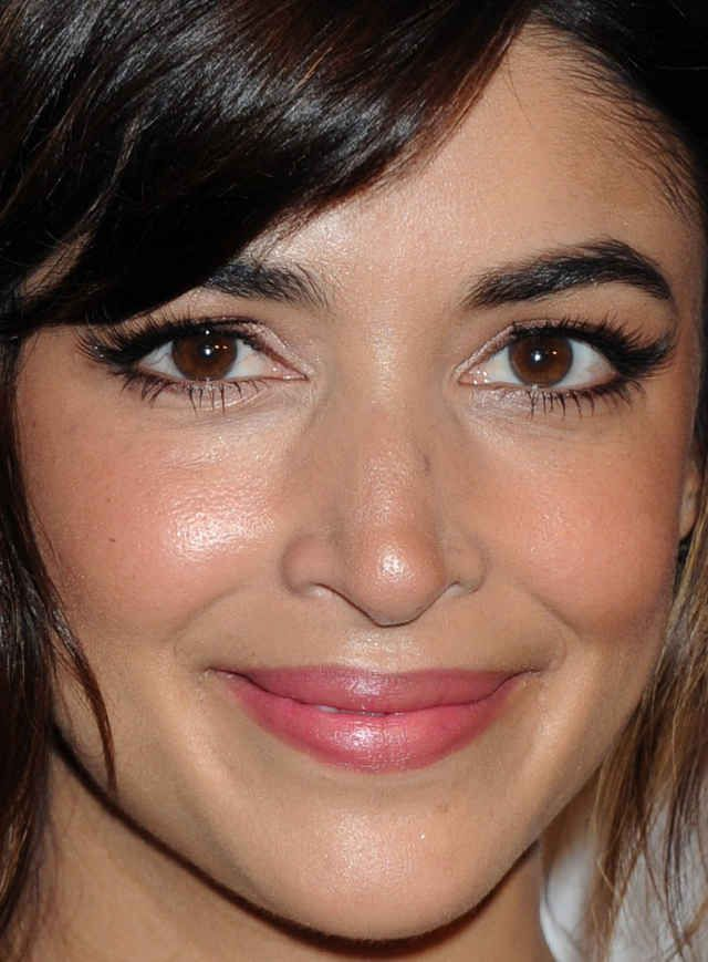 Close Up Of Hannah Simone At The 2015 Courage In Journalism Awards Celebrity Beauty Hooded Eye Makeup Beauty