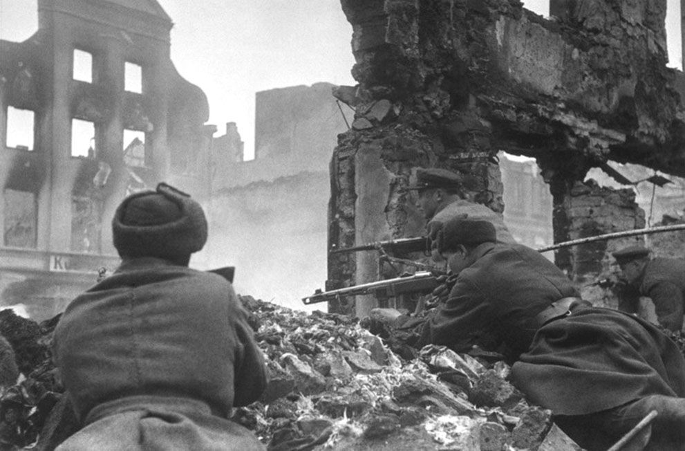 35 Soviet soldiers lead house-to-house fighting in the outskirts of Königsberg, East Prussia, Germany, in April of 1945. (Dmitry Chernov/Waralbum.ru) #