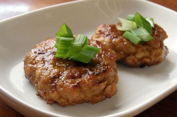 Hamburger di pollo in salsa teriyaki - Gli hamburger di pollo in salsa teriyaki sono una gustosa ricetta della tradizione gastronomica giapponese, molto facili da preparare e piacevolmente insoliti - Parliamo di Cucina