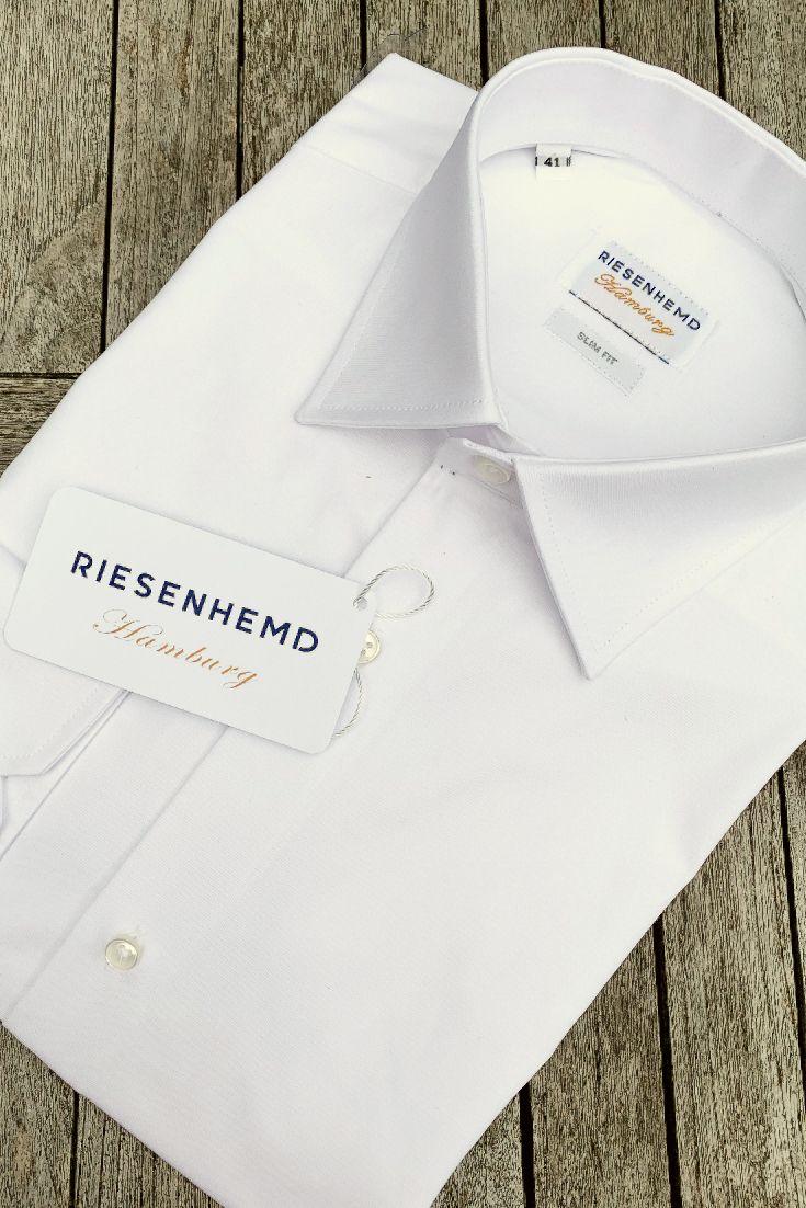 Unsere Slim Fit Passform ist für große Männer mit schlanker Figur gedacht. Die Slim Fit Long Hemden sind deutlich länger geschnitten im Vergleich zu Standardhemden und haben eine Armlänge von 72 cm. Passend für große, schlanke Männer. #riesenhemd #herrenhemden #extralangerarm72cm #onlineshop #männermode #slimfit #slimfithemd #langejungs #businesshemden #freizeithemden #slowfashionhamburg #nachhaltigemode #slimfitlong