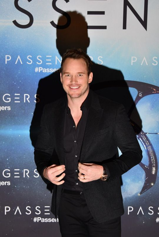 Chris Pratt  attends the 'Passengers' Paris Photocall at Hotel George V on November 29, 2016 in Paris, France.