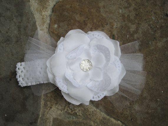 SERRE-tête blanc avec fleurs et dentelle.  Bandeau par ElsaSieron