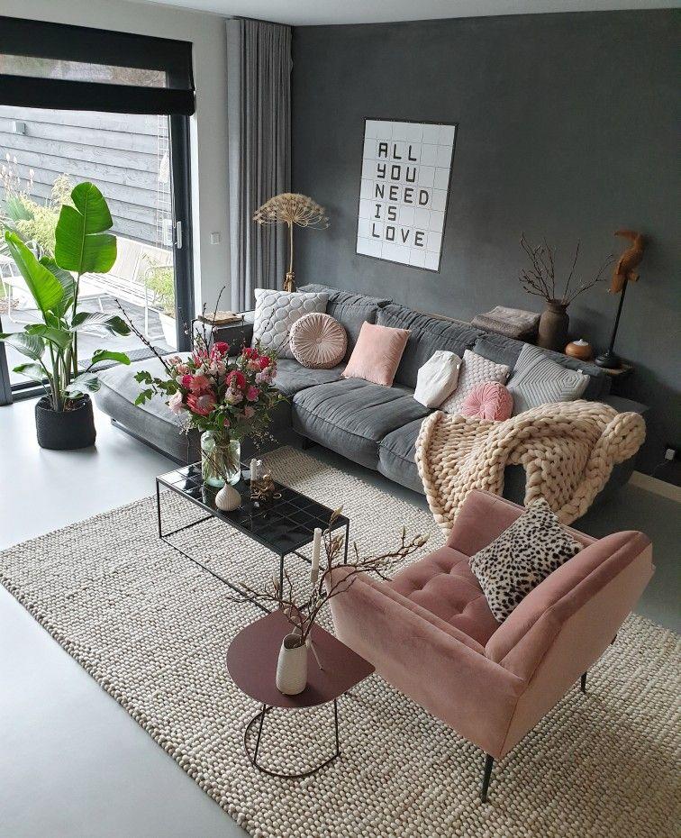 Het voorjaar in huis met de kleur roze