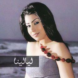 صورة أيتن عامر تحمل ثعبان ضخم يفاجئ الجمهور