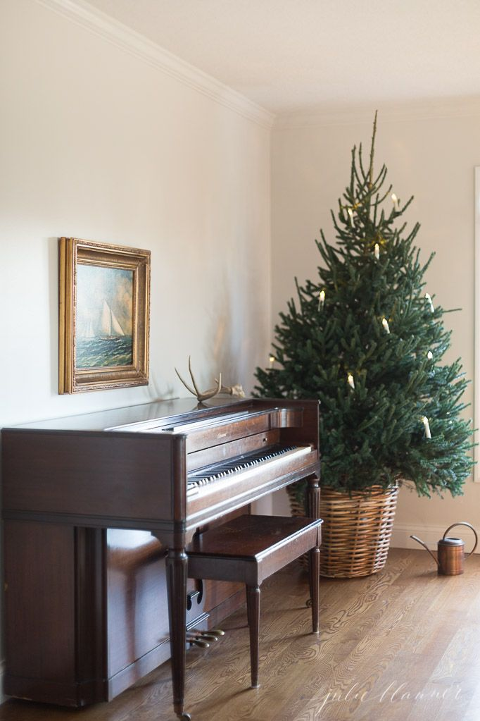 Home For Christmas Using Fresh Garlands And Greenery And Simple Classy Living Room Simple Decorating Ideas Review