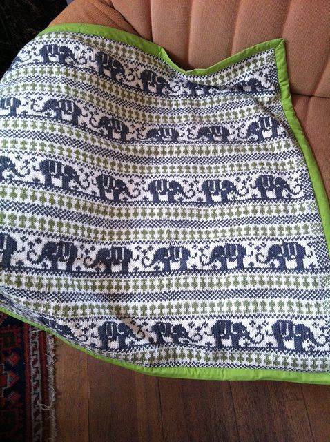 I love this blanket. I need to get back into Fair Isle:   breien ...
