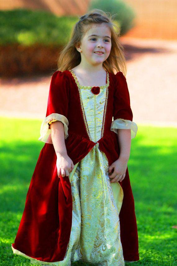 Robe rouge belle et la bete