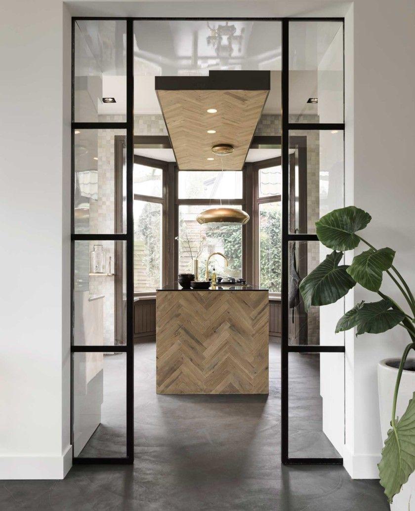 Interiordesign kitchen fishbone wood glas steel for Moderne binnenhuisarchitectuur