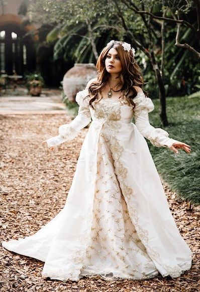 00d4832b930 Medieval Wedding Gowns