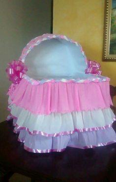 caja de regalos tipo cuna para baby shower nia