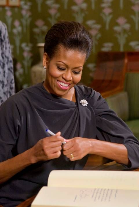 First lady Michelle Obama writes in the guest book of the Norwegian Nobel Committee in Oslo, Norway, Dec. 10, 2009.