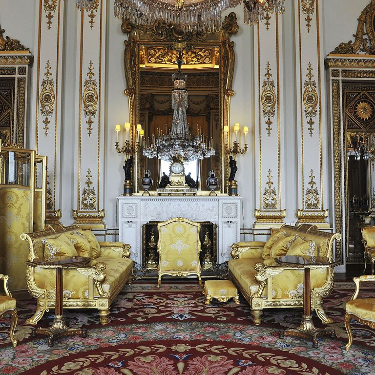 Inside Buckingham Palace Is Even More Incredible Than the ...