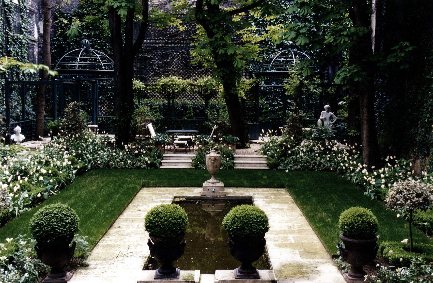 Garden With Treillage Screen At Back Garden Design Private Garden French Garden