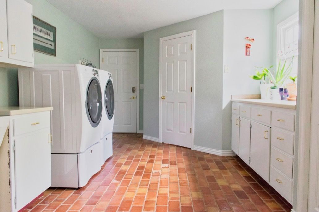 Quick easy laundry room makeover with paint colors - Best laundry room colors ...