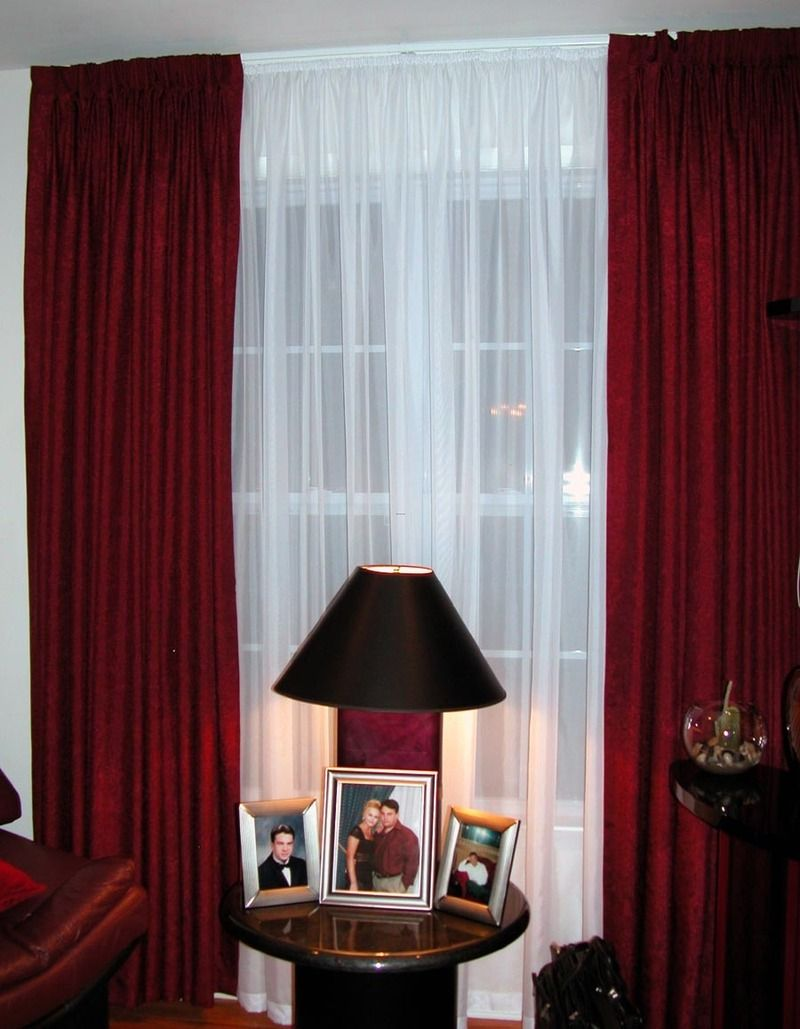 Use Red And White Curtains For A Sophisticated And An Elegant Look White Curtains Living Room Living Room Decor Curtains Curtains Living Room