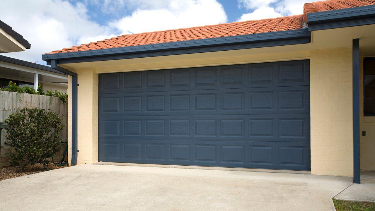 Keeping Food In The Garage 4 Reasons It Isn T A Great Idea In 2020 Garage Interior Garage Mechanic Garage