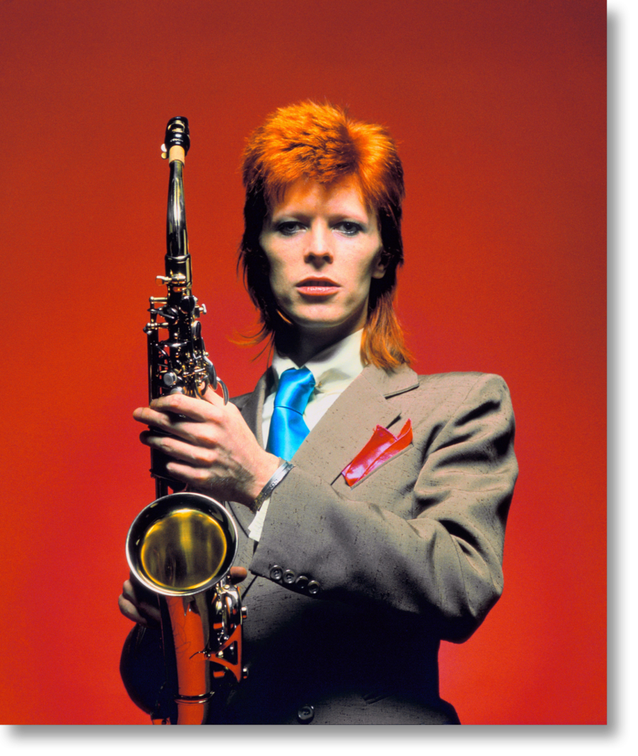 Incredible Bowie by Mick Rock  Syd Barrett David Bowie Lou Reed Iggy Pop Debby Harry les Sex Pistols ou plus récemment Pharrell Williams et Snoop Dogg they are just few of the incredible artists that Mick Rock shoot during his great career. A star photographer even more rock than his rockers friends he now publishes a book to pay a tribute to David Bowie The Rise of David Bowie 1972-1973. The project was a Taschen proposition aiming to diffuse some rare Bowies cliches. Mick Rock was…