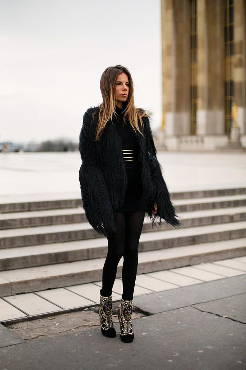 Love this outfit. All black and these boots...!!!!